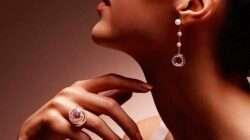 Prie kokios aprangos labiausiai tinka auksiniai auskarai?